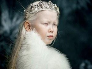 """8-годишната """"Сибирска Снежанка"""" очарова модните агенции с уникалната си красота"""