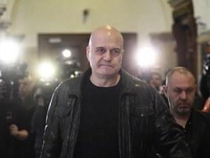 """Слави Трифонов представя """"новите политици"""",  3777 души се свързали с него"""