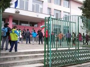 Удължиха ваканцията в Куклен, пуснаха и учениците в Пазарджик