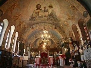 Правят стаи за кърмене в църквите у нас