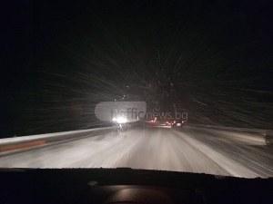 Обилен снеговалеж на магистралата между Пловдив и София, няма нито един снегорин ВИДЕО