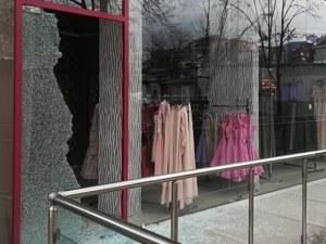 Разбиха магазин на Мегз СНИМКИ