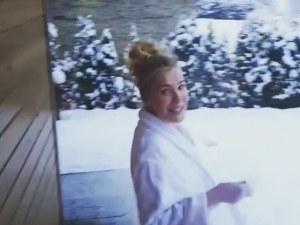 Гала се хвърли чисто гола в снега ВИДЕО и СНИМКИ