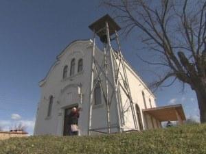 Поп заключи църква в Пазарджишко, не пуска никой вътре
