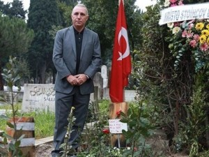 Стоичков плаче на гроба на Наим Сюлейманоглу ВИДЕО