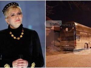 Автобусът на Николина Чакърдъкова се разположи на тротоар в Пловдив СНИМКИ