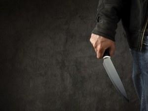 Българин намушка с нож жена си и сина си в Гърция