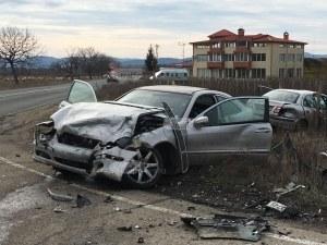Зверски удар край Карлово, има ранени ВИДЕО