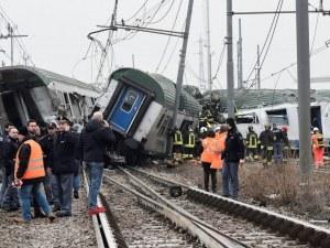 Трагедия: Влак се разби край Милано, има загинали и тежко ранени СНИМКИ