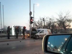 Две катастрофи в Пловдив тази сутрин! Два автомобила се помляха в Смирненски