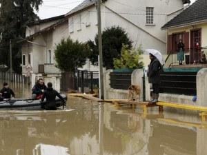 Евакуираха 1500 парижани заради наводненията