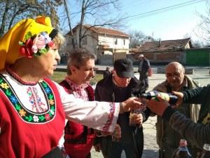 Празник в пловдивското село Желязно! Зарязаха асмата по стар обичай СНИМКИ