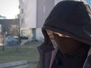 Скандални младежи, уличени в кражби, застанаха пред камера ВИДЕО