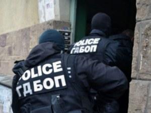 Полицаи претърсват жилища и магазини в Пазарджик, Пещера и региона
