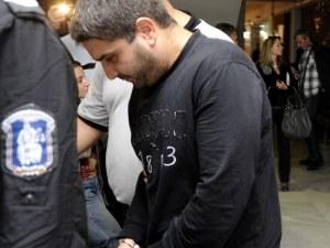 Любов? Полицай изпразни цял пълнител в тялото на момиче, блокирало профила му