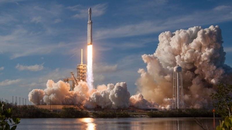 Български астрофизик: До 30 години ще пътуваме евтино до Луната и скъпо до Марс