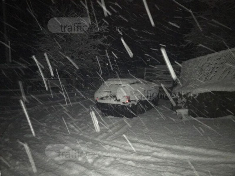Критично положение заради снега в област до Пловдив СНИМКИ+ВИДЕО
