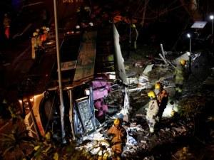 19 жертви на тежка автобусна катастрофа, десетки са ранени