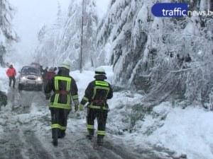 Нова опасност се появи за шофьорите в Смолянско заради обилния сняг ВИДЕО