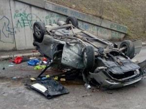 Шофьорката, която падна от мост, все още е в критично състояние