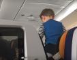"""Полет към ада"": Дете побърка пасажерите на 8-часов полет ВИДЕО"
