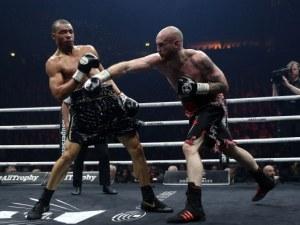 Боксов мач прерасна в кървава баня - и двамата в болница