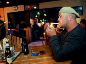 Пушачите в заведения ще бъдат глобявани... по снимка