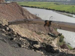 44 души загинаха, след като автобус падна в 200-метрова пропаст край магистрала в Перу