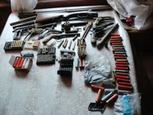 Арестуваха собственик на известна винарска изба заради незаконни оръжия