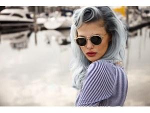 Бели коси при младите хора? Вижте причините за появата им