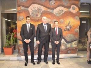Песни и танци на народите огласиха Областна управа под патронажа на пловдивските консули