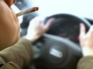 Полицаи забелязаха мъж да слиза неадекватен от колата си - оказа се дрогиран