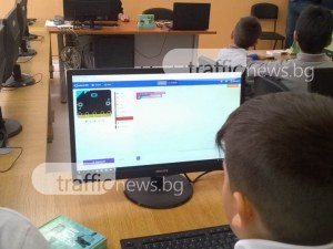 Третокласници от пловдивско училище правят първи стъпки в програмирането