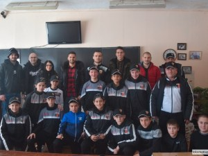 Фенове на Локо зарадваха деца от две пловдивски училища