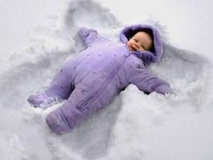 Баща изроди бебе в снежните преспи във Великобритания
