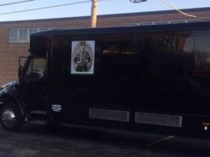 Невероятно! В Чикаго тръгнаха автобуси с ликовете на националните ни герои СНИМКИ