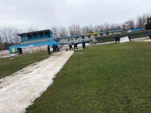 Футболистите на Марица сами си изчистиха терена