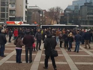 Протестът замря! Полицаите повече от протестиращите ВИДЕО