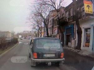 Безумие по пловдивските улици! Мъж се опитва да предизвика ПТП, гневен, че не го пускат ВИДЕО