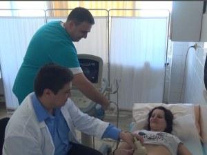 Двама млади лекари от Пловдив, които спасяват животи, имат нужда от помощ ВИДЕО