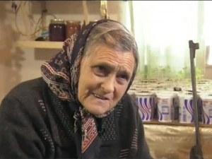 Въоръжена до зъби баба пази дома си и плаши крадците