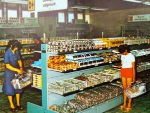 "Спомени от соца: Когато ""правоимащите"" пазаруваха от ""Кореком"", а останалите се редяха на опашки"