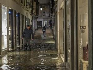 Една трета от Венеция - под вода!