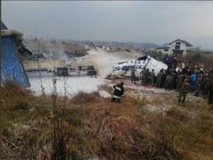 Самолет се разби край летището в Катманду СНИМКИ