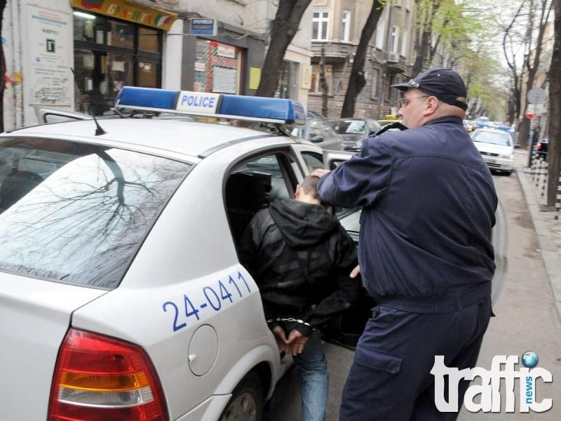 Млад пловдивчанин скочи на полицай в центъра на Пловдив