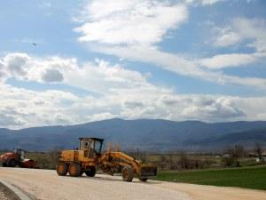 Започва ремонтът на нова отсечка от пътя Пловдив-Асеновград СНИМКИ
