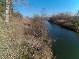 83-годишен мъж падна в река, издирват го