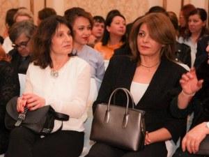 """Десислава Радева избра стилен тоалет за церемонията """"Златната игла"""""""