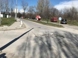 Край на ямите по пътя край Хирургиите, решават и дългогодишен проблем с улицата ВИДЕО