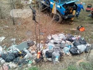 Хитреци натрупаха сметище на метри от Колодрума СНИМКИ
